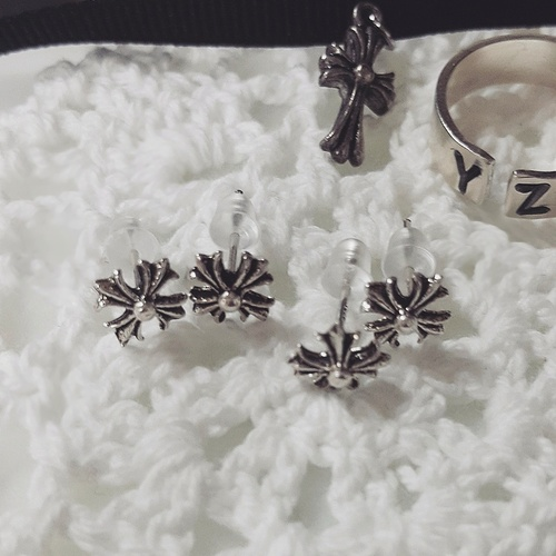 chrom cross silver earrings